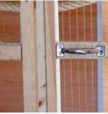 Vogelvoliere selber bauen - Die Drahtenden mit Edelstahlleisten abdecken