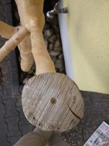 Holzkreise zum Nagen und Sitzen ans Endstück anbohren.